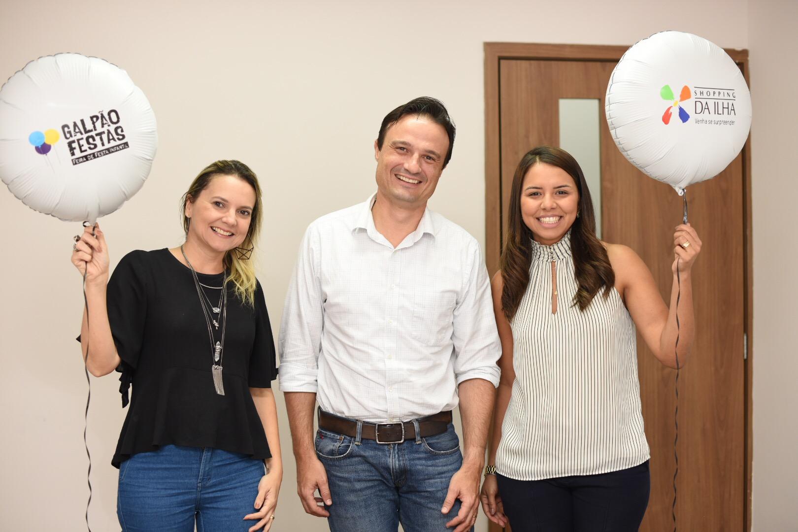 Livia Martins, Jose Roberto superintendente do Shopping da Ilha e Gabriella Bayma
