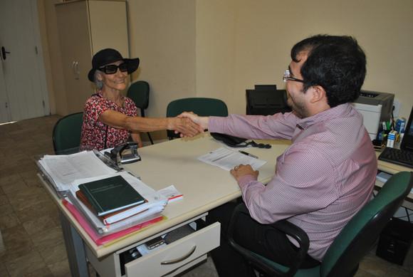 DPE/MA beneficia idosos com mais de 80 anos aplicando nova lei de prioridades especiais