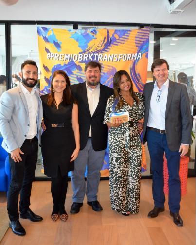 Equipe da BRK Ambiental Maranhão recebendo o primeiro lugar na categoria Institucional no prêmio nacional BRK Transforma.