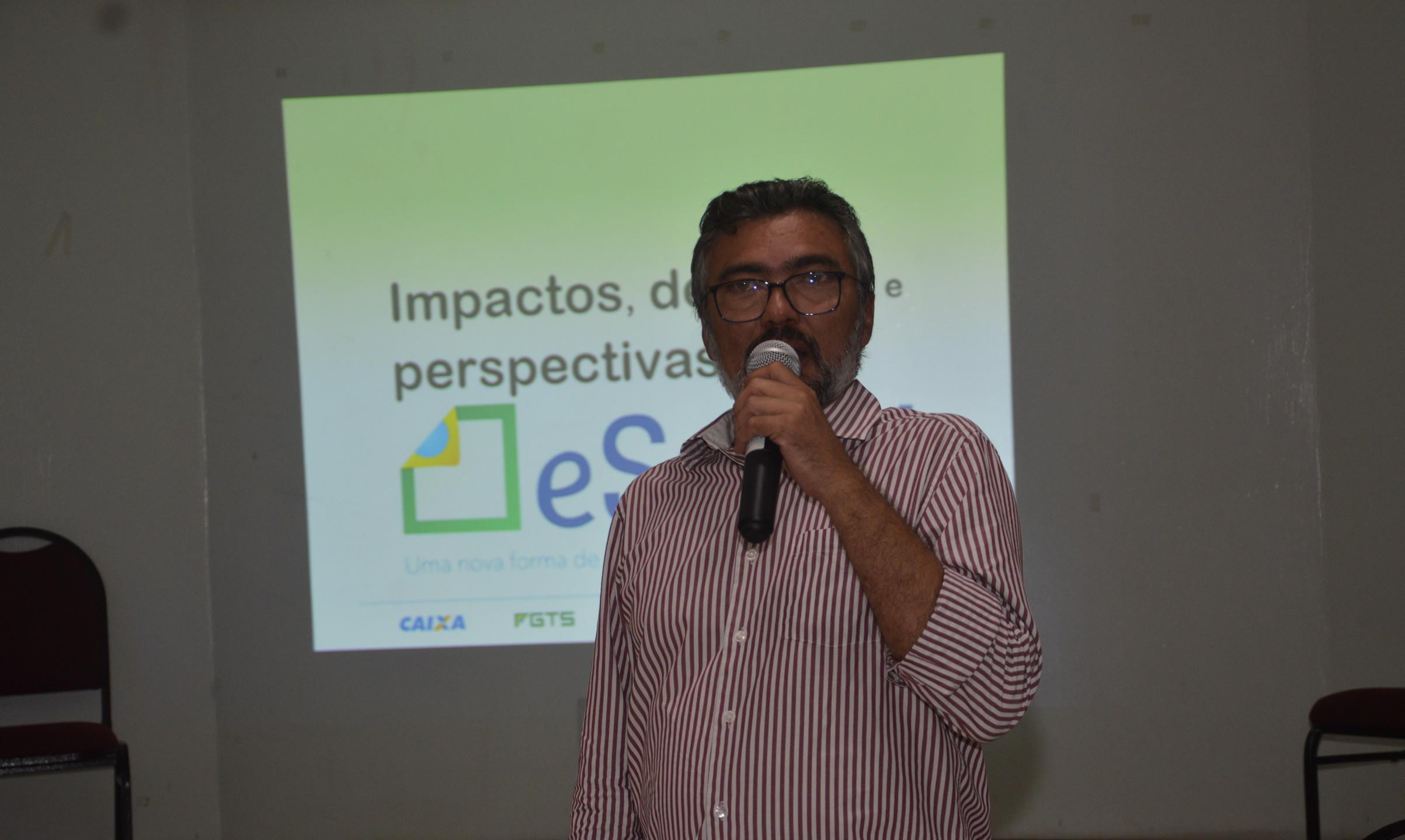 O Pres. da CDL SLZ Fábio Ribeiro comandou a plenária e ressaltou a importância dos debates sobre o eSOCIAL para os lojistas.