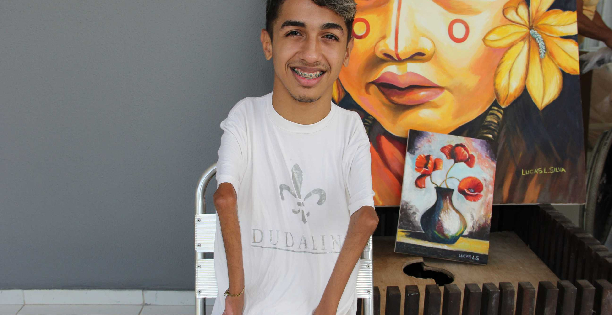 O pintor e músico Lucas Luciano Silva, um dos contemplados pela ação.