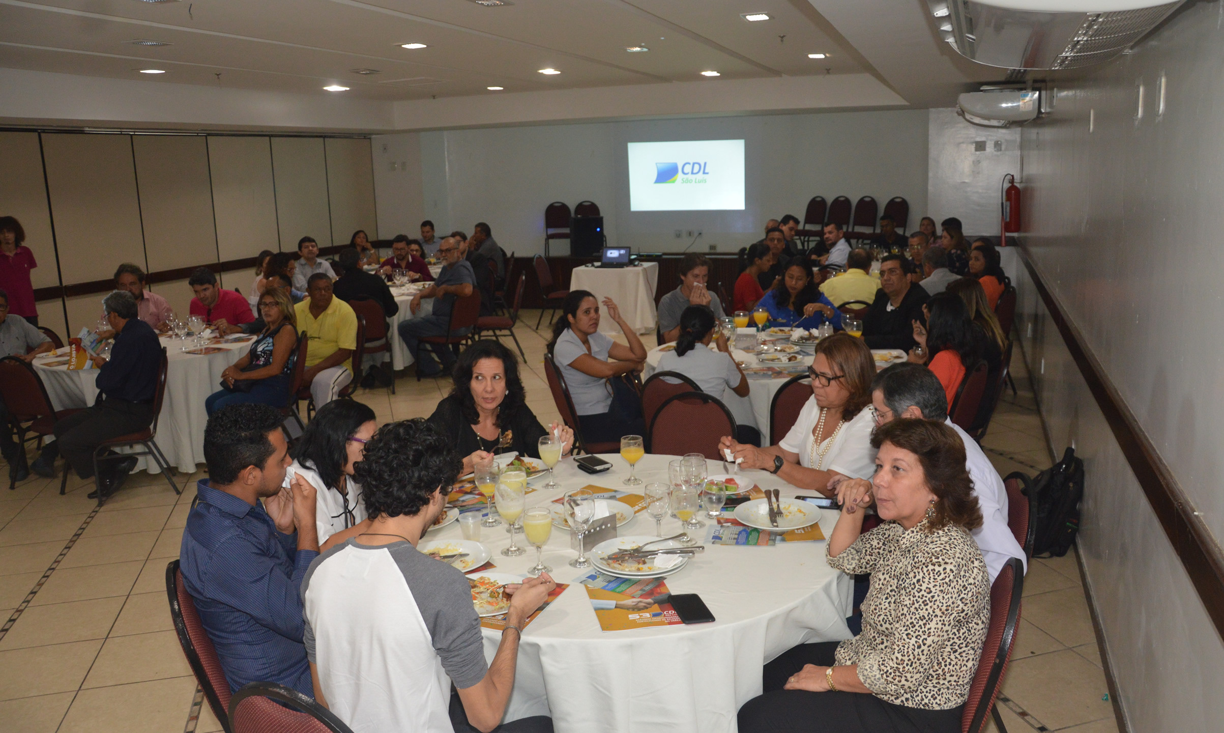 Associados da CDL e convidados lotaram a plenária no Grand Hotel São Luís.