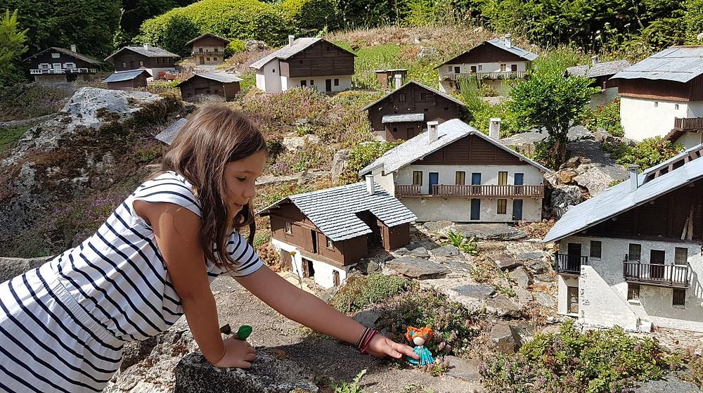 miniature village children's paradise to play with dolls, village miniature paradis des enfants pour jouer à la poupée en tissu