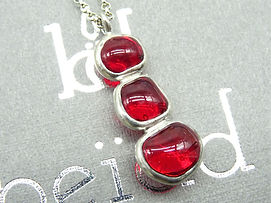 Collier Totem rouge 1.jpg
