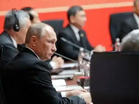 US imposes sanctions on Russia over cyber-attacks