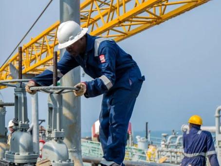 Oil drops on oversupply fears after Saudi-UAE deal, lagging U.S. demand
