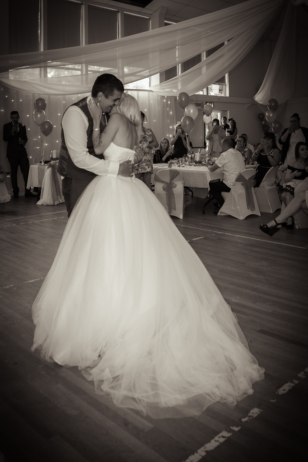 WEDDING PHOTOGRAPHY SOUTH WALES - FIRST DANCE