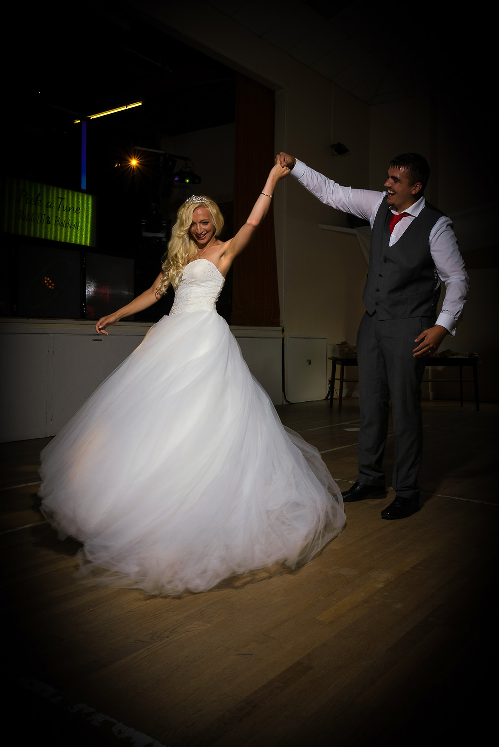 WEDDING PHOTOGRAPHER SOUTH WALES - FIRST DANCE