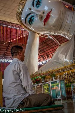 Yangon - Bouddha couché