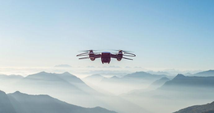 Drone sobre las montañas