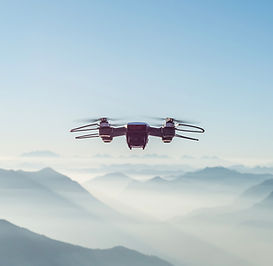 Drone sur les montagnes