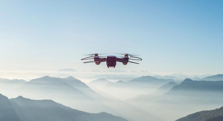 Drone přes hory