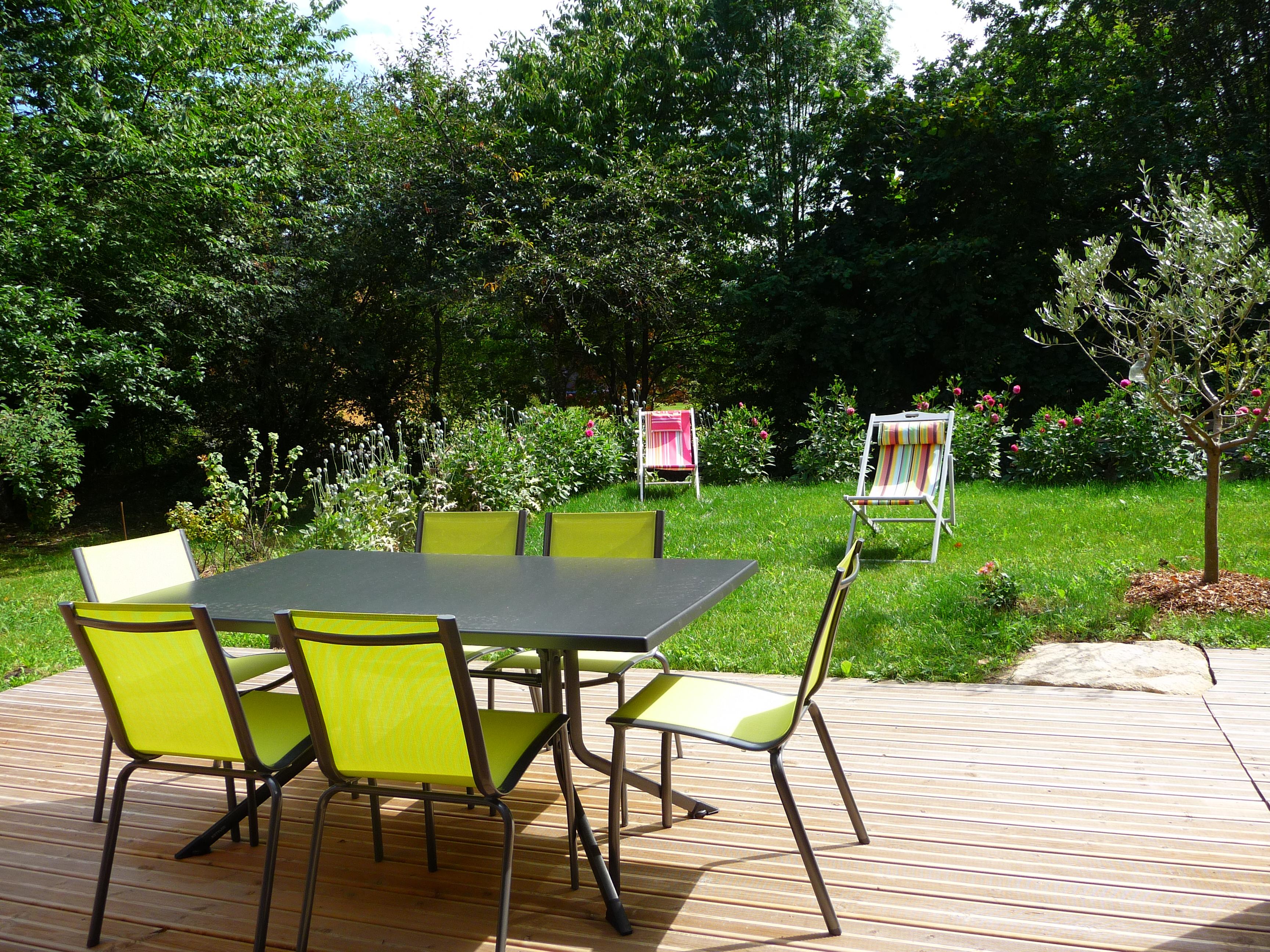 salon de jardin sur terrasse sud