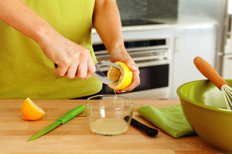 Mess free twisted reamer design drips juice into bowl without getting on hands