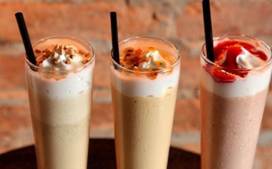 Drink de Hidromel com Sorvete e Frutas