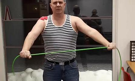 Mikael som haft frozen shoulder i 2 år på bättringsvägen. Läkaren sa att han inte kunde bli bättre..