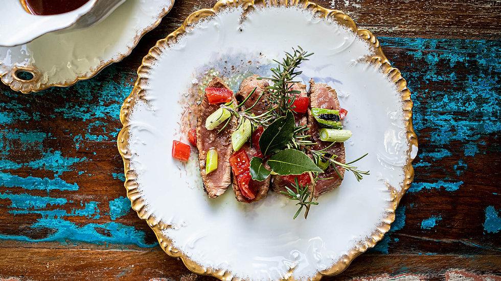 Kalfsfilet met kruidige tomaten en krachtige jus