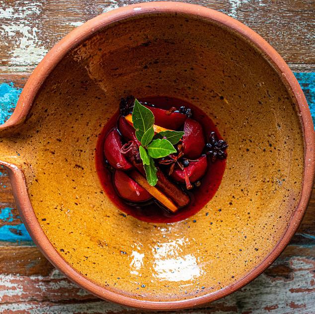 Peertjes in rode wijn saus