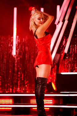 Kylie Minogue tribute kylie on show 8036