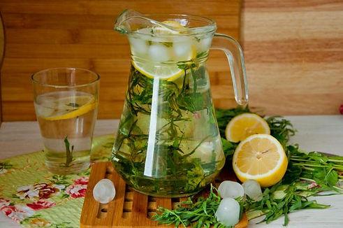 Лимонад из тархуна, лимона и мяты.jpg