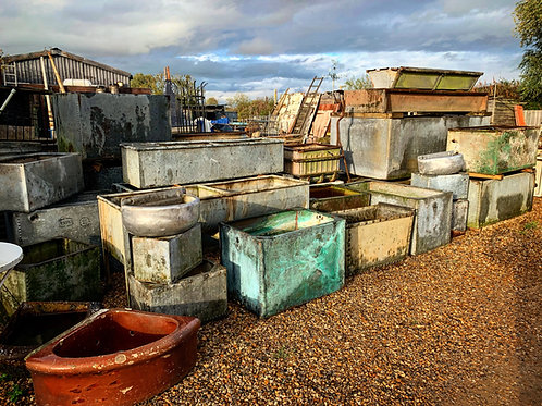 Galvanised troughs, tanks & tubs