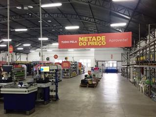 São Paulo ganha outlet de produtos para pets com artigos pela metade do preço.