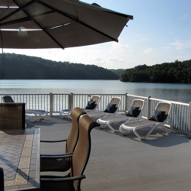 Catch the rays on Norris Lake...Sunset Pointe, vacation all four seasons