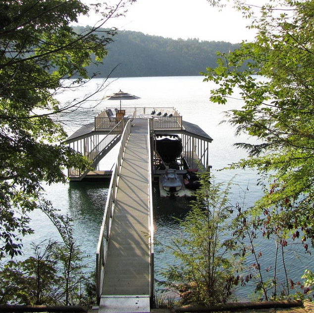 1 covered slip & room to tie up 2 additional boats or jet skis- enjoy the lake