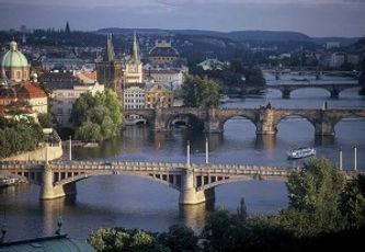 01-Veduta-panoramica-di-Praga-con-il-fiu