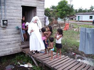 Madre-Pierantonia-in-visita-alle-famigli