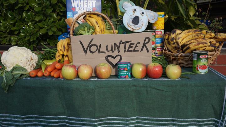 VolunteerFoodTableLdsc.JPG