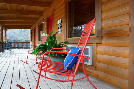 Front Porch of Lone Star Cabin Suites
