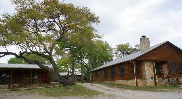 Drive between the Oak Lodge and Lone Star Cabin Suites