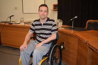 Wheelchair-bound resident pleads with Ste. Anne's council to repair cobblestone sidewalk