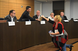 Saddlebrook resident brings water filter to St. Lazare council