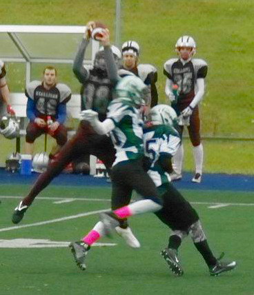 PHOTO COURTESY WWW.STLAZAREFOOTBALLNEWS.INFO Riley Pincombe Interception - Midget