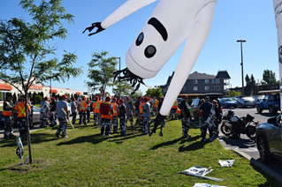 Unionized blue collar workers stage second strike outside Vaudreuil-Dorion city hall