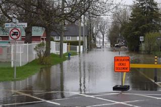 Vaudreuil-Dorion prepares for clean-up as record flood waters start to recede