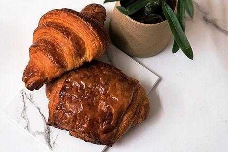 painchoc-croissant_edited_edited.jpg