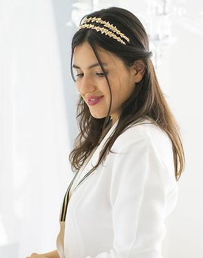 Bandeau fleuri deux bandes or sur mariée cheveux bruns