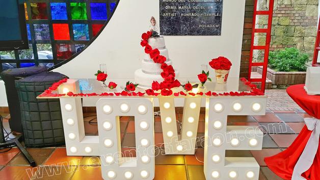 escenario-para-pastel-de-bodas.png