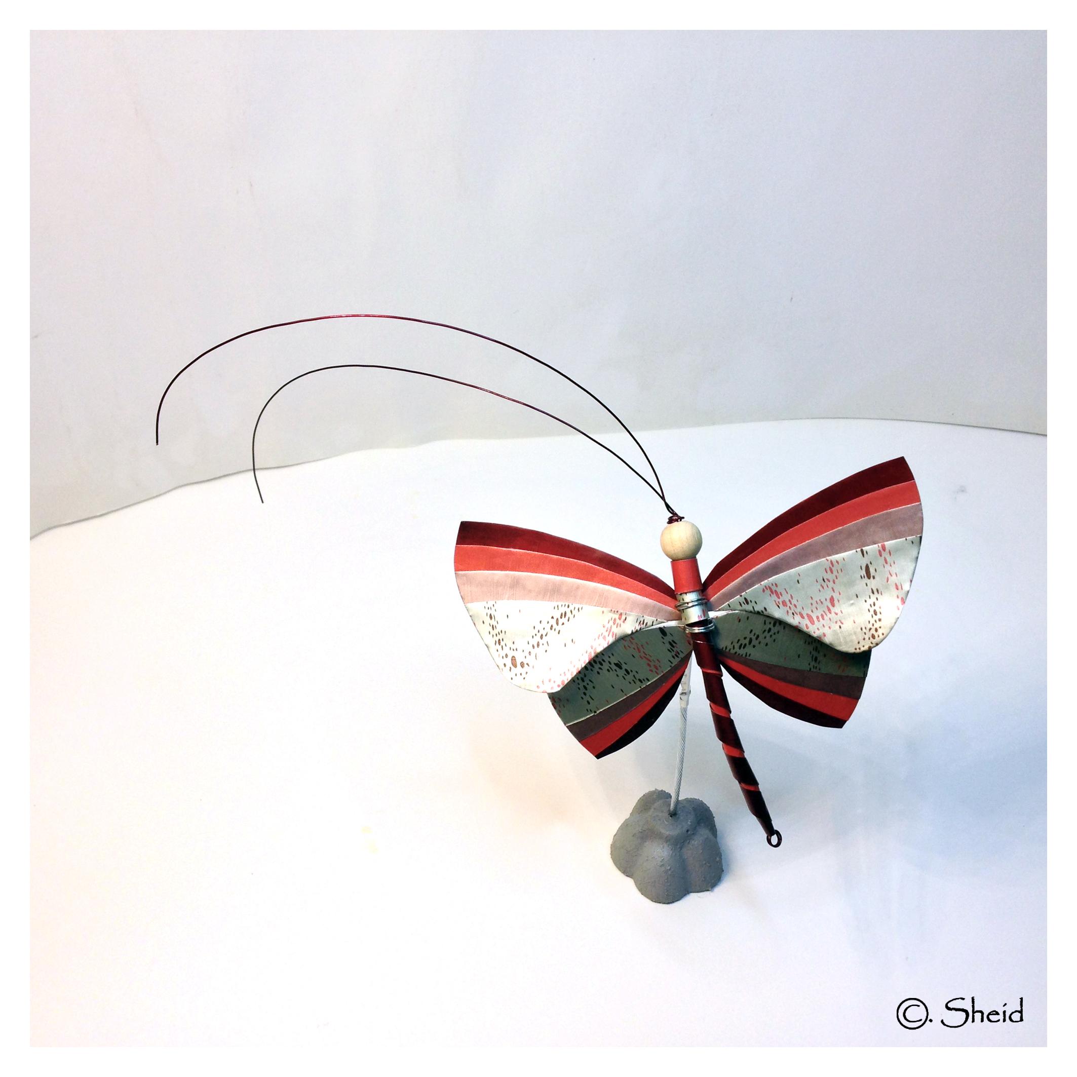 Papillon rouge-bordeau
