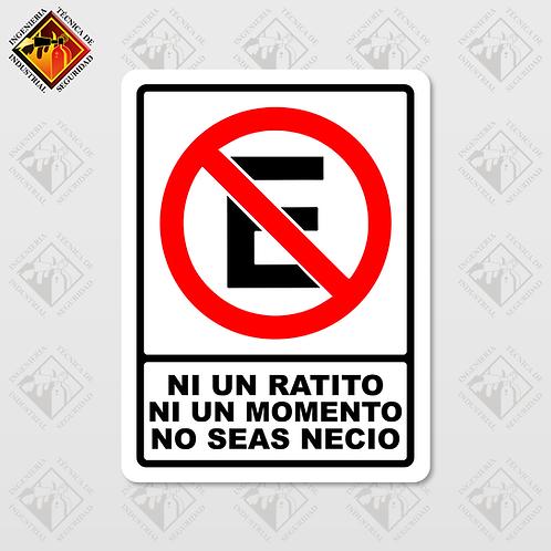 """Señal de """"NO ESTACIONARSE - NO SEAS NECIO"""""""