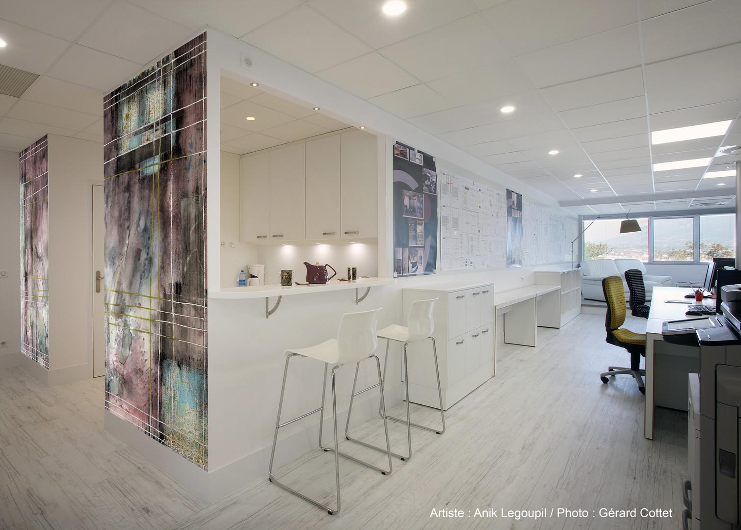 Entrer par l'oeuvre dans un espace défini / Entry through the artwork in a defined space