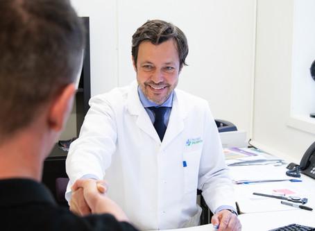 PLASTIKKIRURG DR.BJØRN ROSENBERG FORVANDLER NESER MED KIRURGISK PRESISJON