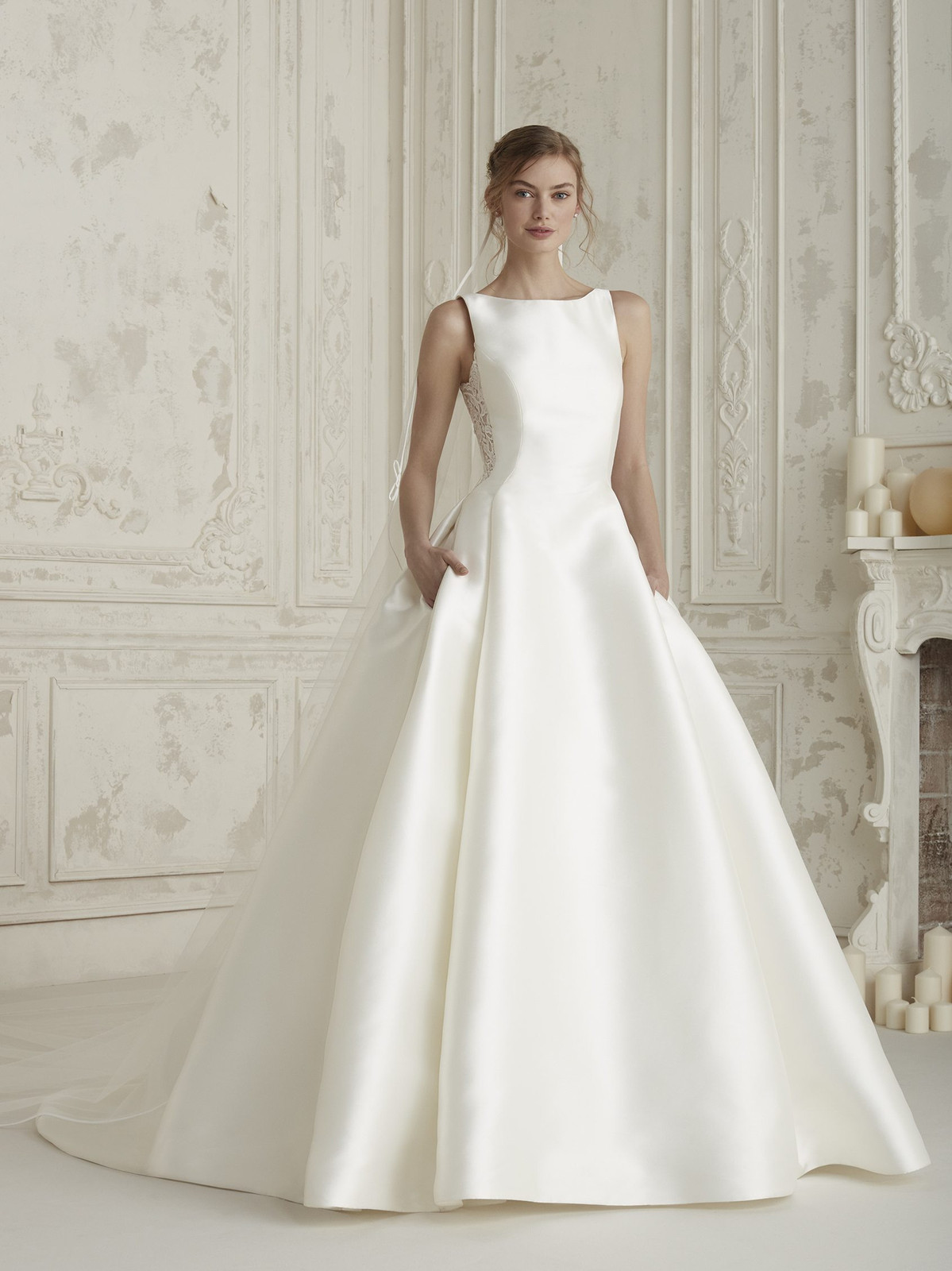 0c52f9875740 Spectacular and elegant princess dress with a natural waist. A design with  plenty of volume, crafted in mikado, with lateral folds and pockets.