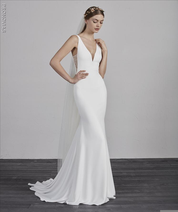 20e83b23d03 ... and sensual combination in this fit flare silhouette