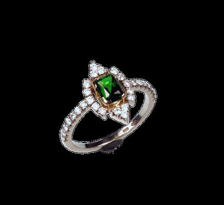 Золотое кольцо с хромдиопсидом.png