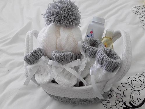 Unisex small gift basket