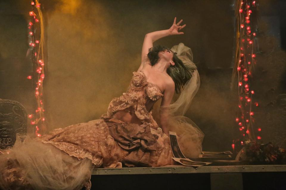 Holly Wouldn't Queens Of The Damned Cabaret